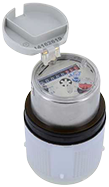 - Trockenläufer mit integriertem Scheibenwischer garantiert eine optimale Lesung selbst in feuchten Einbaulagen  - Hohe Messgenauigkeit bei erweitertem Messbereich  - Erfassung von geringsten Durchflüssen (Tropfverlust)  - Mit Messpatrone in beglaubigter Ausführung  - Erhältlich in Waagerecht- und Steigrohr-Ausführungen - Verlängerung der Eichgültigkeit um 3 Jahre möglich durch beste messtechnische Voraussetzungen für das Stichprobeverfahren  - Vorbereitet für Nachrüstung des HRI zur Zählerfernauslesung (AMR) (Impulswertigkeit ab 1 Imp./l)  - Geräuscharmer Lauf