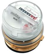 Mehrstrahl-Universal-Koaxialzähler für UP/AP  - Messkapsel-Zähler für alle Anwendungen im Wohn- und Bürobereich.  Modulares Zählwerk Vorbereitet für die Aufnahme eines elektronischen Kommunikationsmoduls •Residia-P Puls-Modul  •Residia-M M-Bus-Modul  •Base-R Funkmodul, kompatibel zum Funk-System SensusBase   - Option: Kommunikationsmodul werkseitig aufgebaut  - Mehrstrahl-Volltrockenläufer mit Magnetkupplung Als Kaltwasserzähler geeignet bis 30 °C - Als Warmwasserzähler geeignet bis 90 °C Einbaulage beliebig; Zählerkopf auf beste Ablese- Position ausrichtbar  - Komplettes Zubehör-Programm für Einbau auf und unter Putz, auf UP-Ventile und in Mischbatterien.  - Kompatibel zu vielen Wettbewerbsgehäusen mittels Adapter